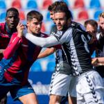 El Atlético Levante mantiene el liderato en el Ciutat de València (1-1)
