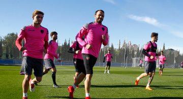 Dobletes de Ivi y Pazzini para vencer al filial (4-0)