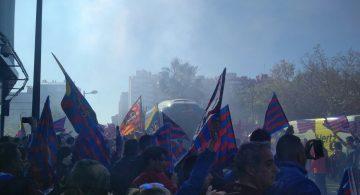 300 aficionados brindan al equipo una espectacular llegada al Templo